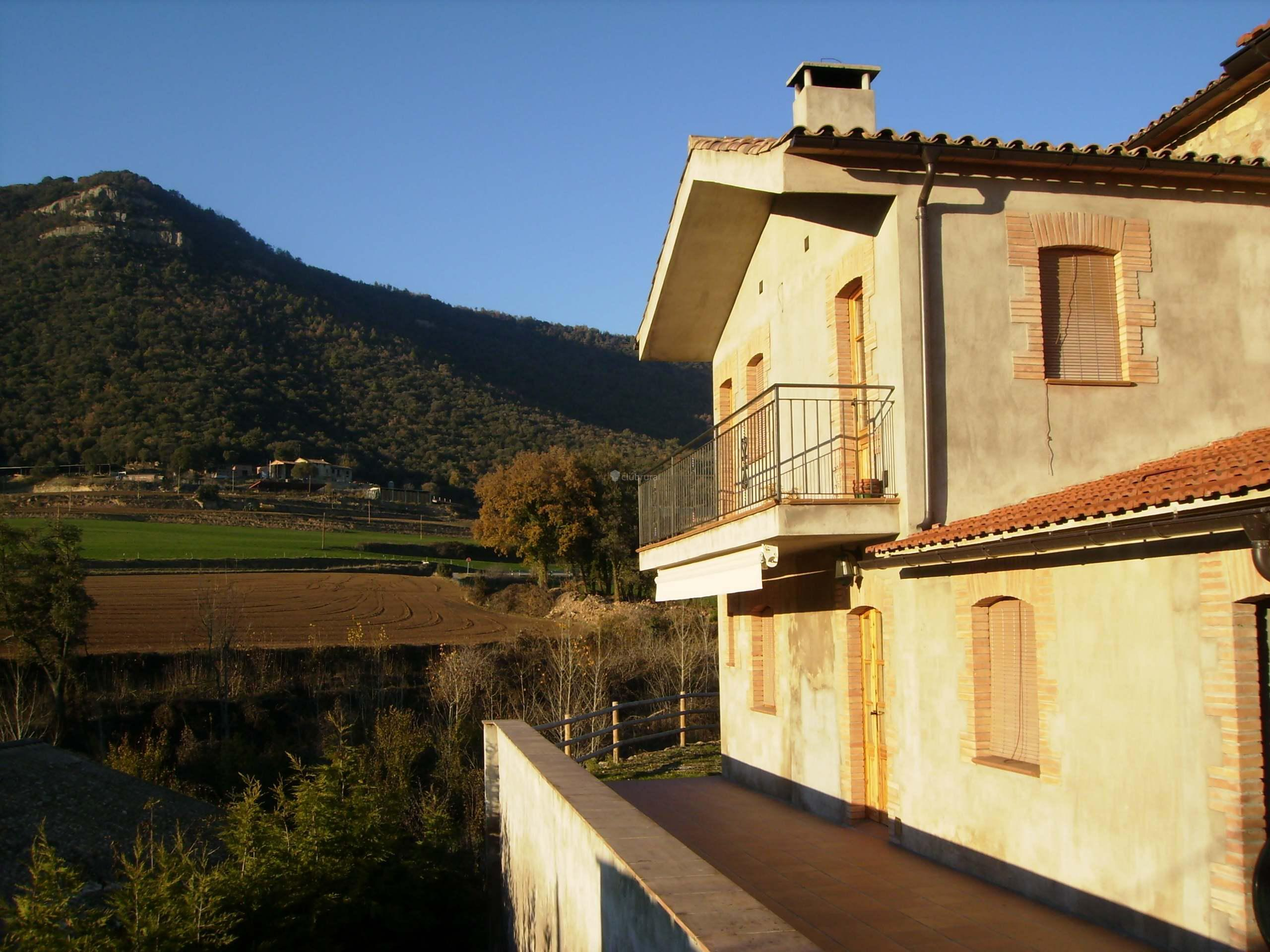 Fotos de casa lluert de clar barcelona avia clubrural - Alquiler casas rurales barcelona ...