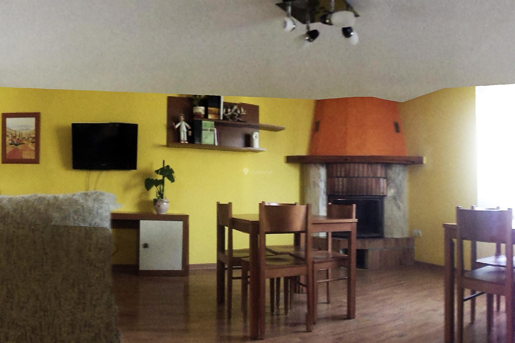 Fotos de la pintora burgos aranda de duero clubrural for Casa rural la balconada