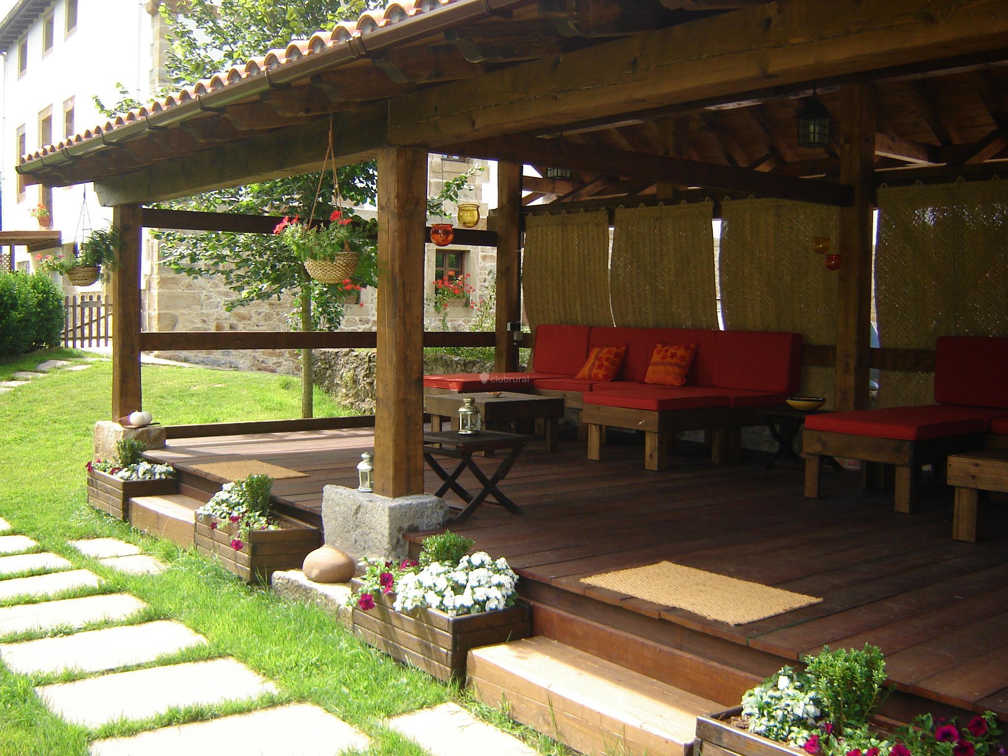Fotos de la casona de san pantaleon de aras cantabria - Casas pequenas con porche y jardin ...