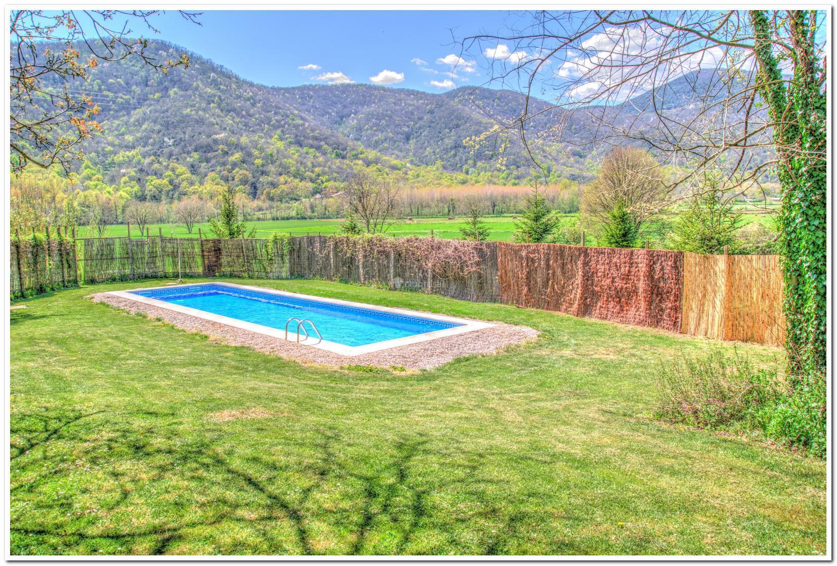 Fotos de masia la coromina girona la vall de bianya for Piscina jardin girona