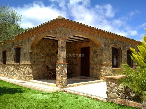 Fotos de casa de piedra huelva cortegana clubrural for Decoracion de casas con piedras