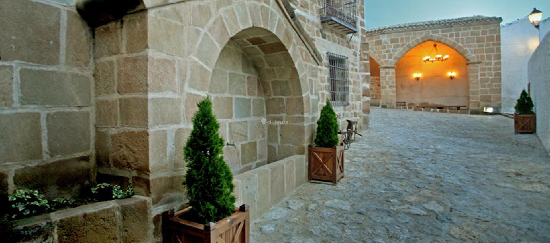 Fotos de casa cavez y casita jard n huesca sangarren for Casa rural jardin del desierto tabernas