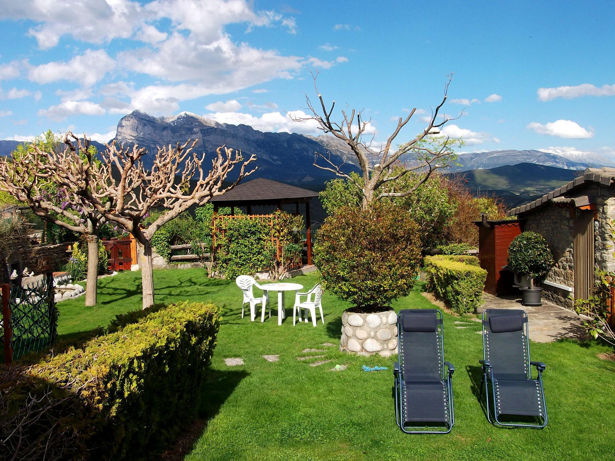 Fotos de casa la era huesca sieste clubrural for Casa rural casa jardin