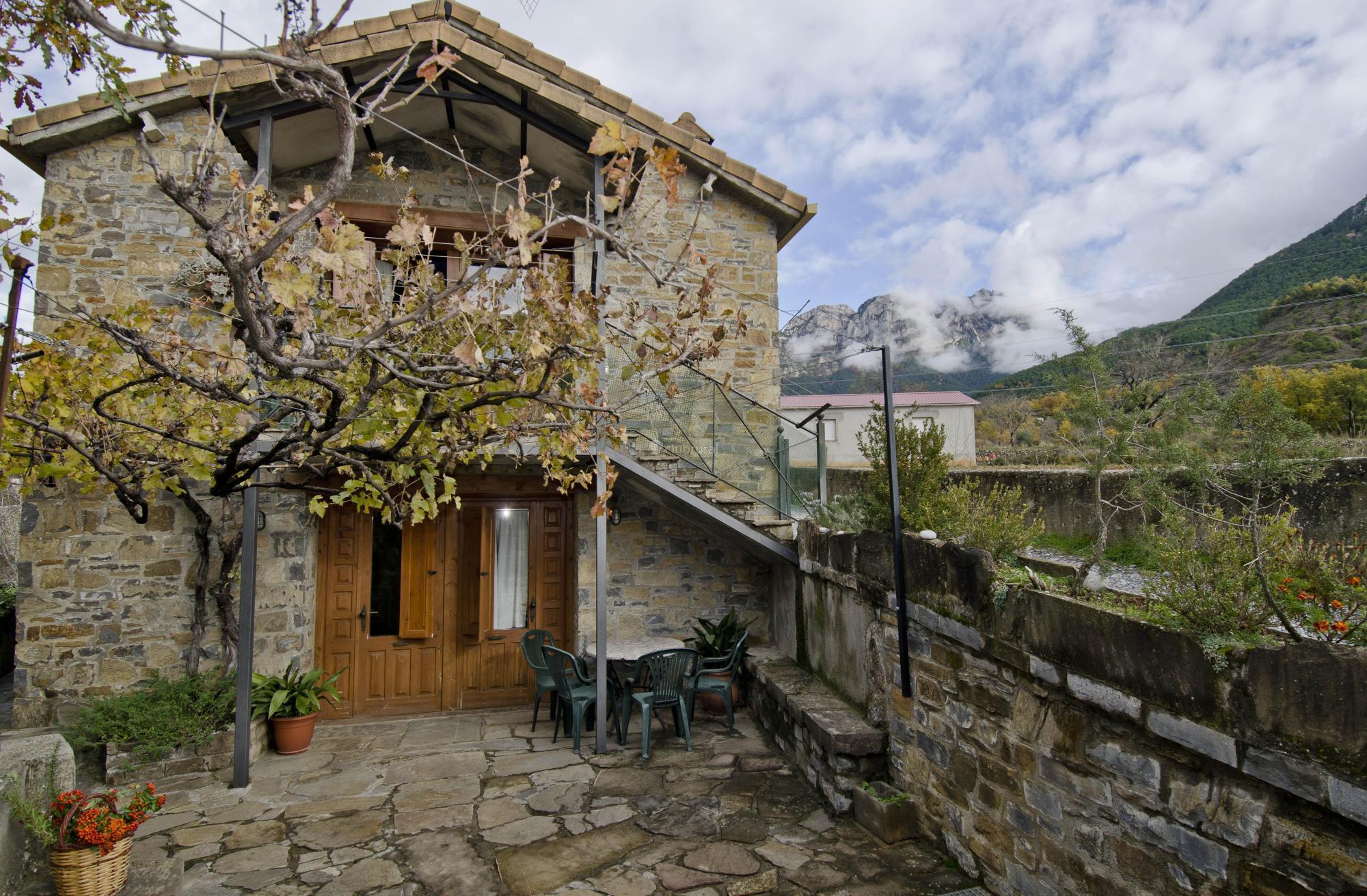 Fotos de casas rurales urmo ordesa huesca laspu a clubrural - Casa rural linares de la sierra ...