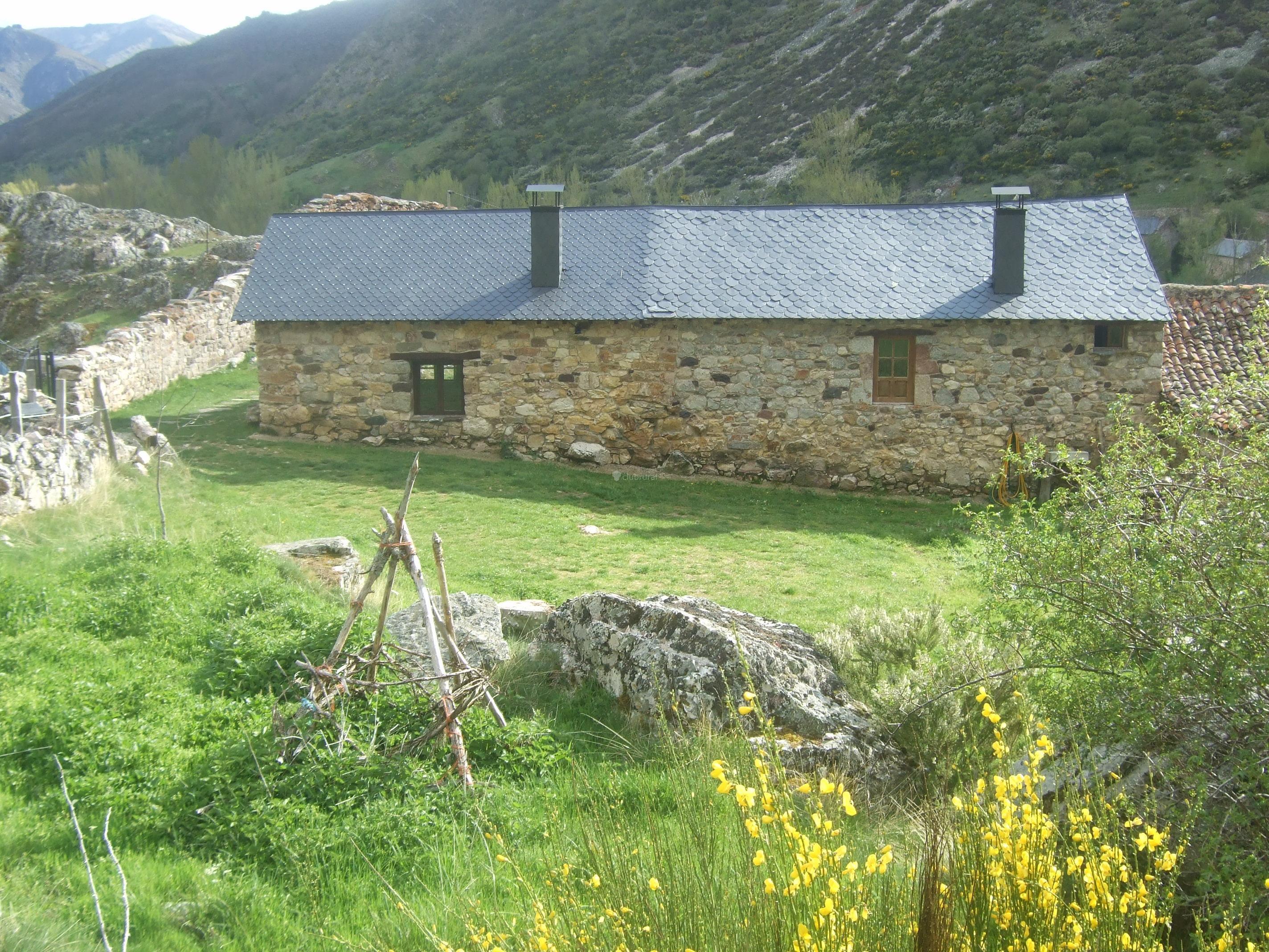 Fotos de casa rural la ventana de torre le n cabrillanes clubrural - Casa rural la zubia ...