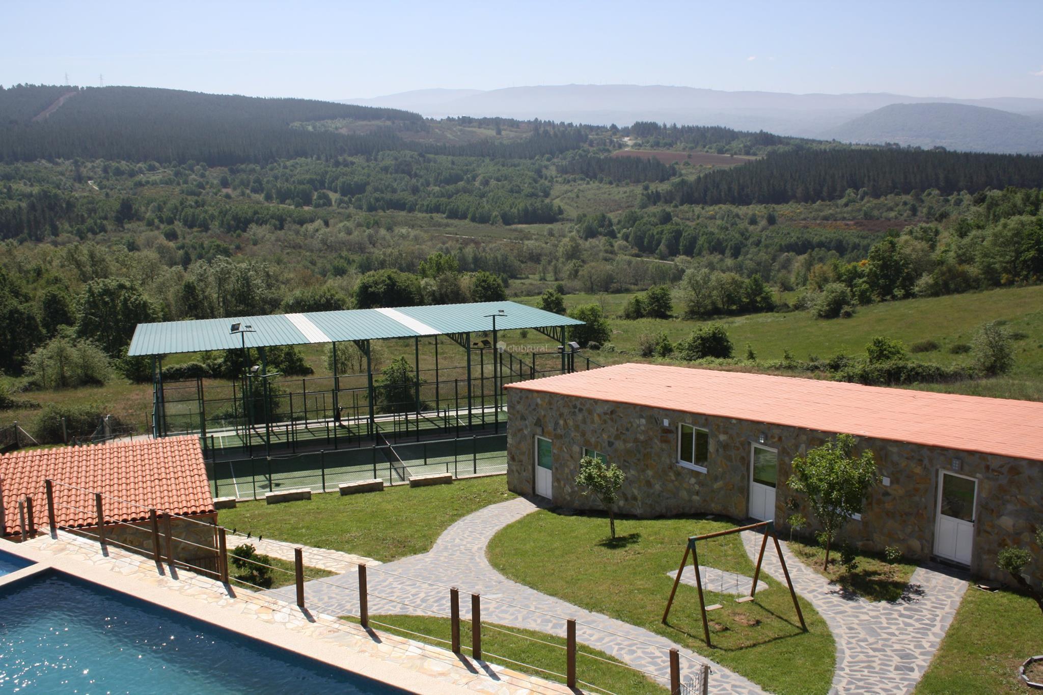 Fotos de casa felisa marcelle lugo monforte de lemos for Casa rural lugo piscina