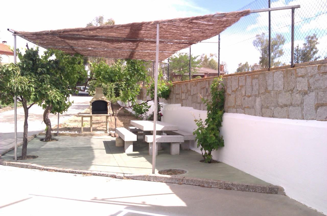 Fotos de el encuentro madrid villamanta clubrural for Jardin oriental aldea del fresno