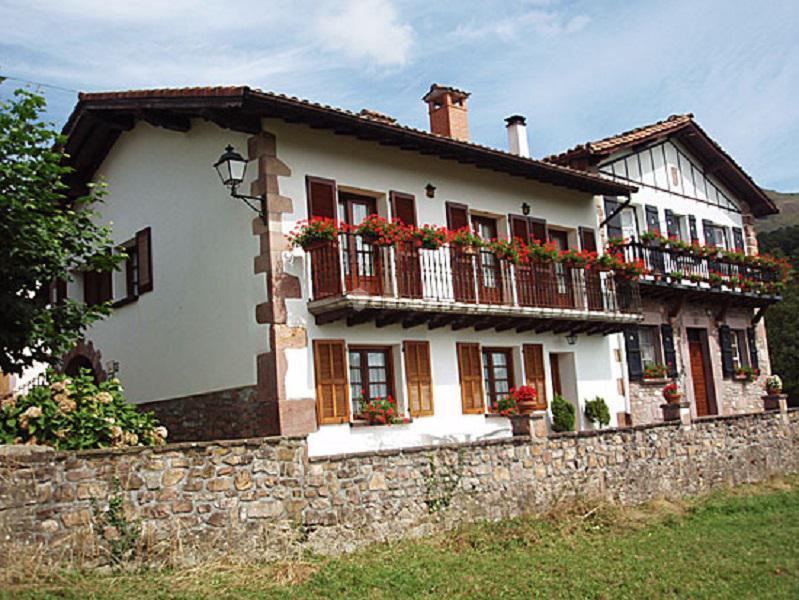Fotos de goiz argi navarra amaiur clubrural - Fachadas casas rurales ...