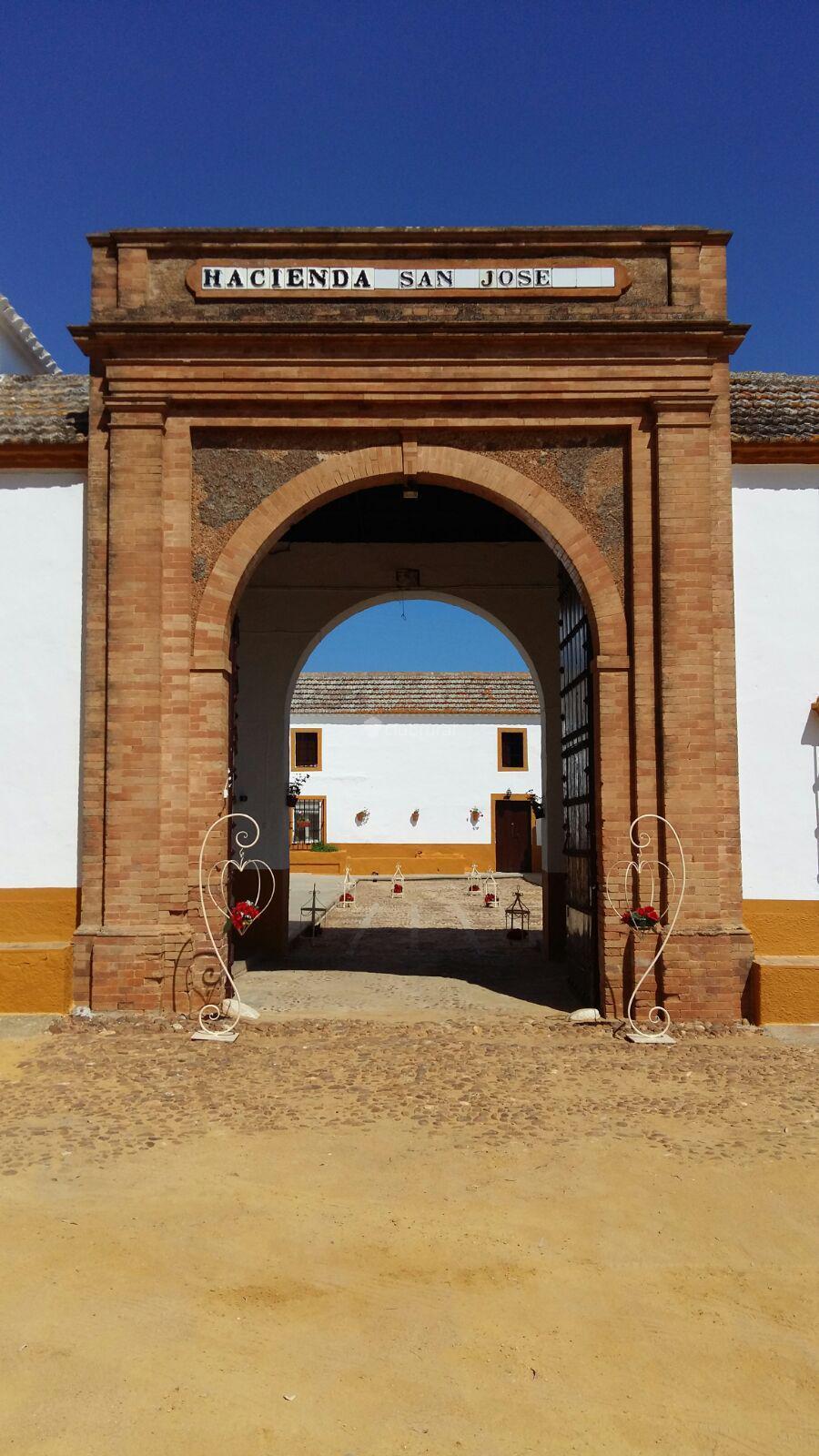 Fotos de hacienda san jose sevilla carmona clubrural for Oficinas de hacienda en sevilla