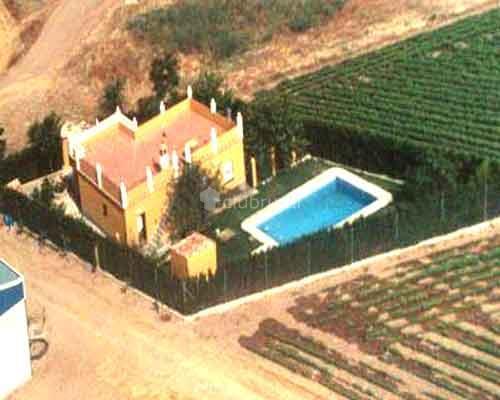 Fotos de villa rosa sevilla ecija clubrural for Alquiler de casa con piscina para verano en sevilla