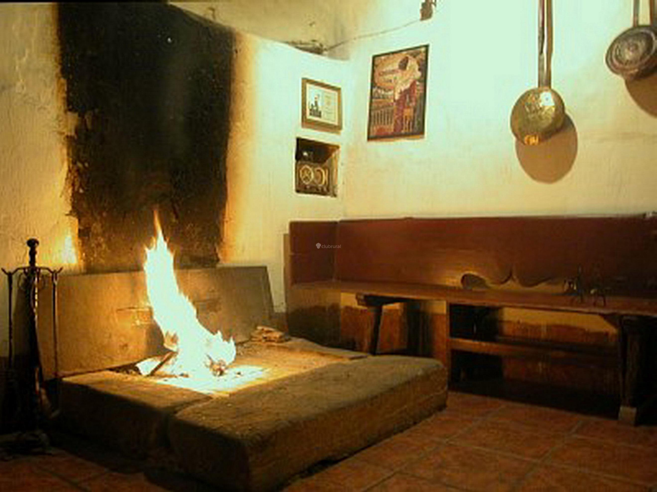 Fotos de posada la vieja chimenea spa soria herreros - Cocinar en la chimenea ...