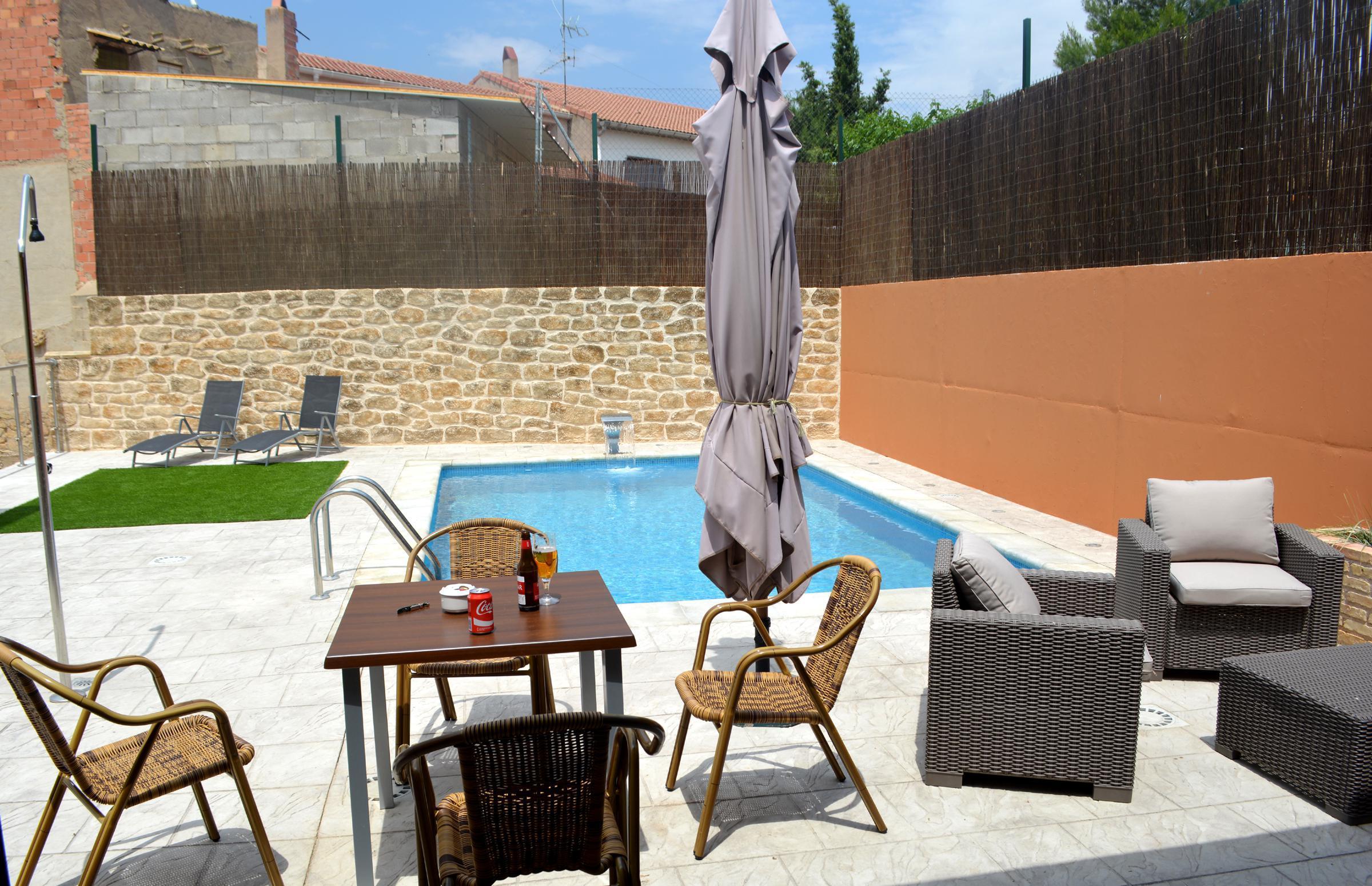 Fotos de bielas y pistones aptos las eras teruel castelseras clubrural - Casas rurales teruel con piscina ...